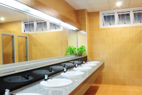 Banheiro Comercial com Max-Ar Triplo - MIC Fort